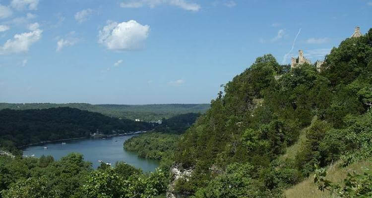 Ha Ha Tonka State Park has some of the best views of any trails making it an excellent destination for hiking.